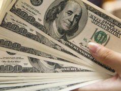 Миру вновь не хватает долларов