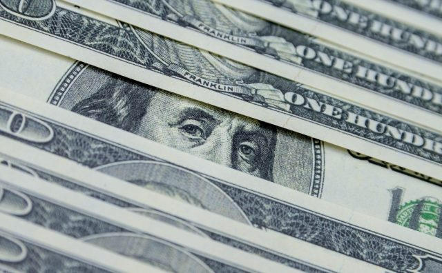 СМИ: ЦБ заявил о тайных скупщиках крупных сумм валюты в банках РФ