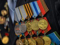 Путин предложил ежегодно оказывать единовременную матпомощь ветеранам
