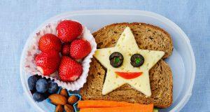 Роспотребнадзор уточнит, какие продукты можно будет давать детям в школу