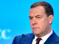 Медведев нашел способ победить бедность