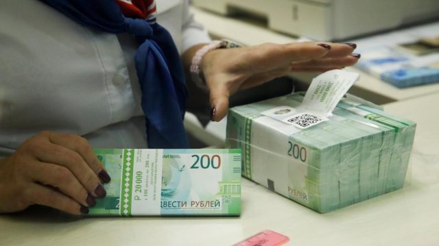 Обвала рубля не будет, пообещал Орешкин