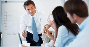 Согласно исследования страховщиков, только 6% офисных работников поддерживают дружеские отношения со своими руководителями