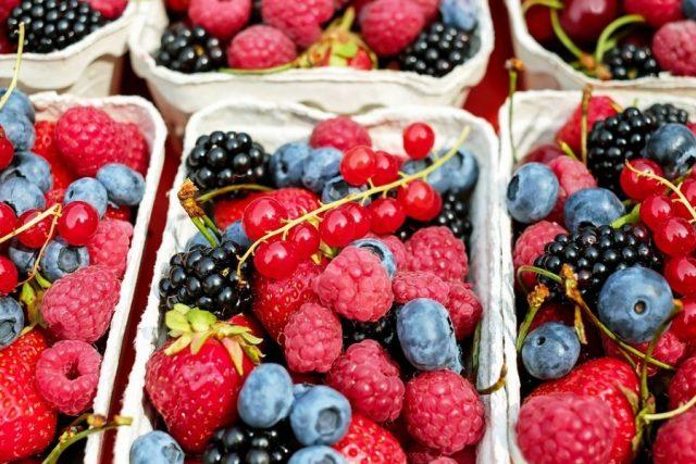 Правительство РФ начало обсуждать снижение НДС на фрукты и ягоды до 10%