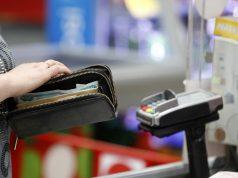 Сбербанк в июле запустит проект выдачи наличных в магазинах
