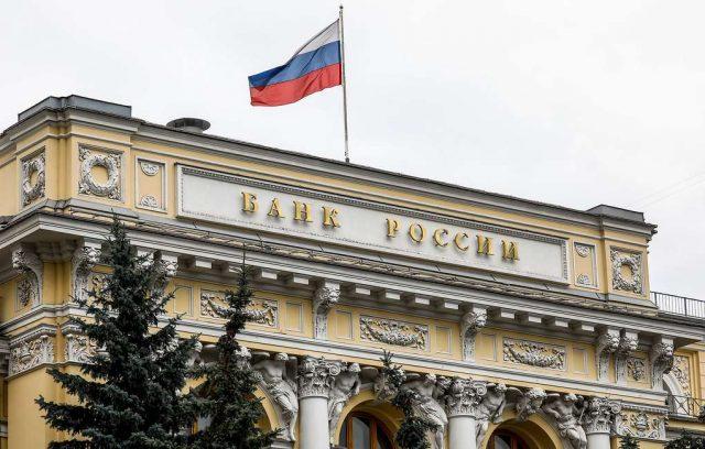 Россияне почти догнали Европу по числу банковских карт на одного жителя
