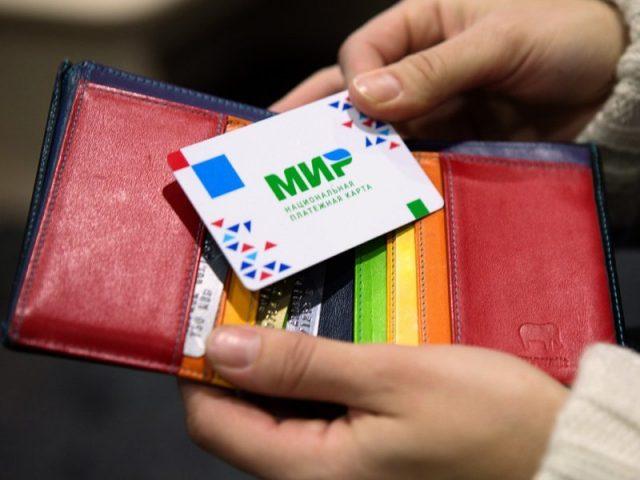 Детские пособия и выплаты безработным переведут на карты