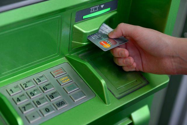 Российский банк лишился миллионов рублей из-за ошибки в банкомате