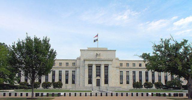 ФРС США сохранила базовую ставку на уровне 2,25-2,5% годовых, как и ожидалось