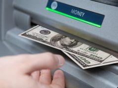 Греф: Отмена комиссий за снятие наличных приведет к сокращению банками РФ сети банкоматов
