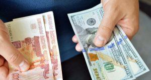 Аналитики дали советы, пора ли покупать валюту к летним отпускам