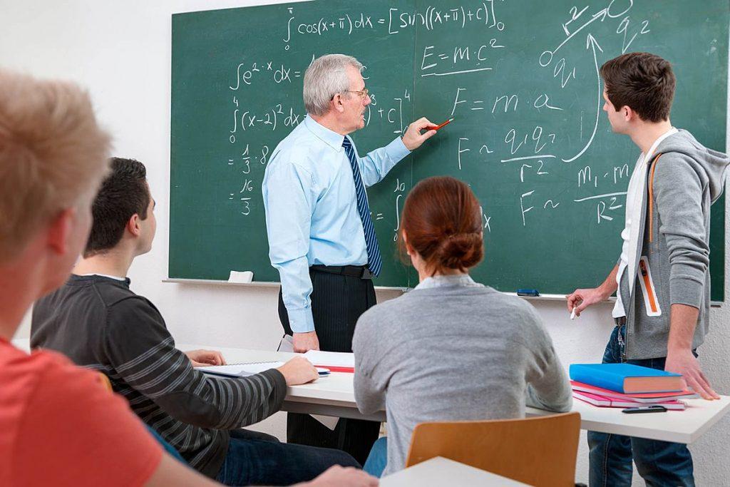 Зарплата преподавателей ВУЗов в 2019 году