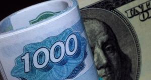 Иностранцы не дают рублю ослабнуть, скупая российскую валюту на рынке - эксперт