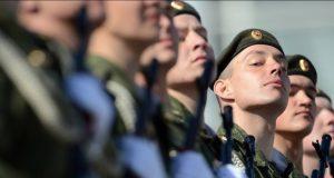 Российским военным поднимут зарплату