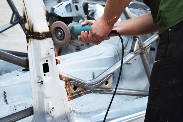 Нехватка полупроводников вызовет скачок цен на автомобили в России