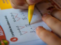 Выплаты семьям со школьниками начнутся со 2 августа