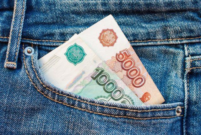 Доллар начал укрепляться по отношению к рублю