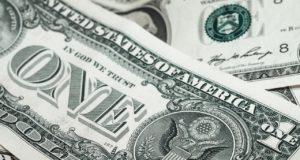 Курс доллара упал до трёхнедельного минимума