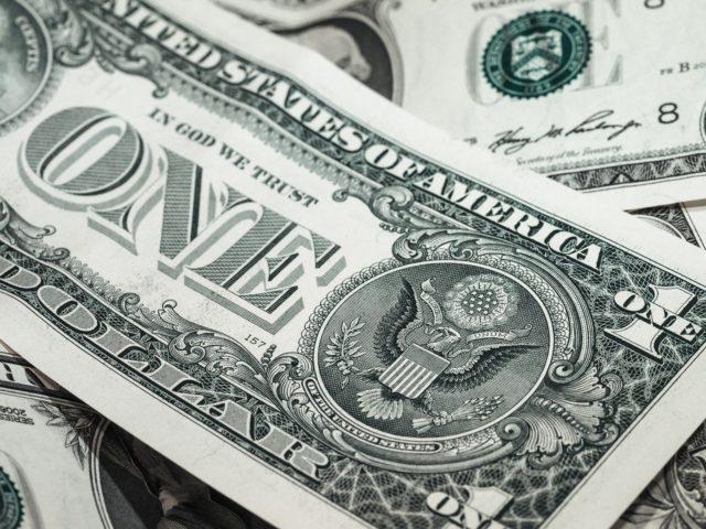 Неопределённость на рынках привела к росту курса доллара