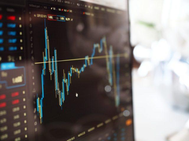 Золото растёт в цене на фоне обвала европейских фондовых индексов
