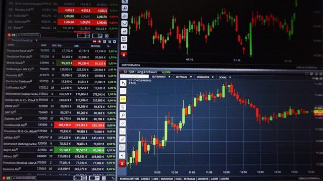 Российские фондовые индексы завершают торговую неделю снижением
