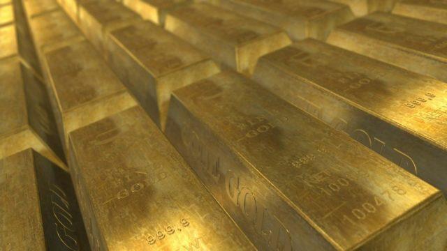 Золото стабилизировалось на фоне предстоящего решения ФРС