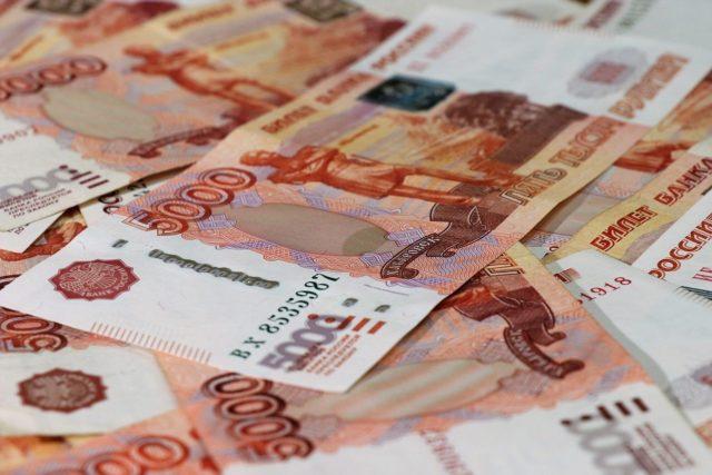 Рубль уступает позиции доллару и евро