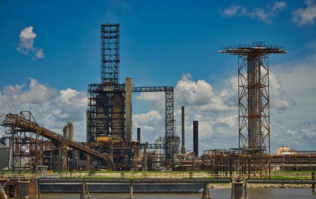 Крупнейшая в мире горнодобывающая компания хочет избавиться от нефтяного бизнеса