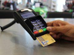 Банки начали взымать комиссию за перевод денег между картами